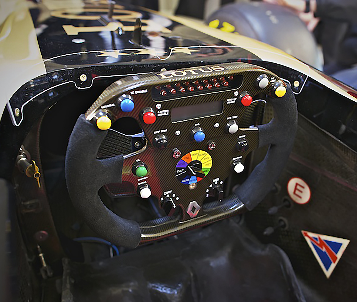 Renault F1 Team R26 Steering Wheel: 2008-12 Renault/Lotus F1 Show-car Steering Wheel